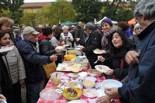 I centri sociali festeggiano coi migranti 16