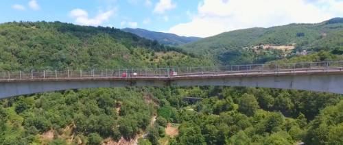 Dopo il cavalcavia di Lecco, il web lancia l'allarme sul ponte di Celico