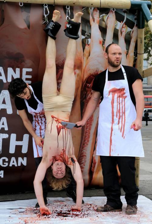 La macellazione umana in piazza a Londra 13