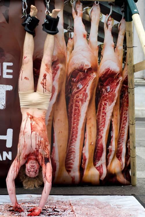 La macellazione umana in piazza a Londra 23