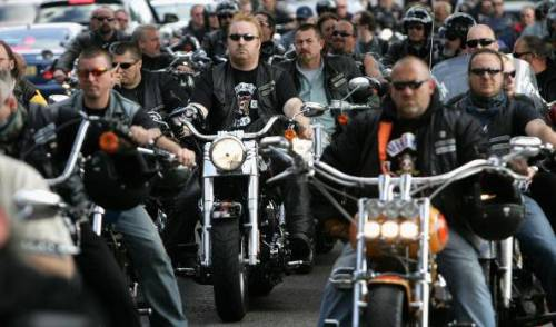 Usa, le gang di motociclisti si affrontano con le bombe