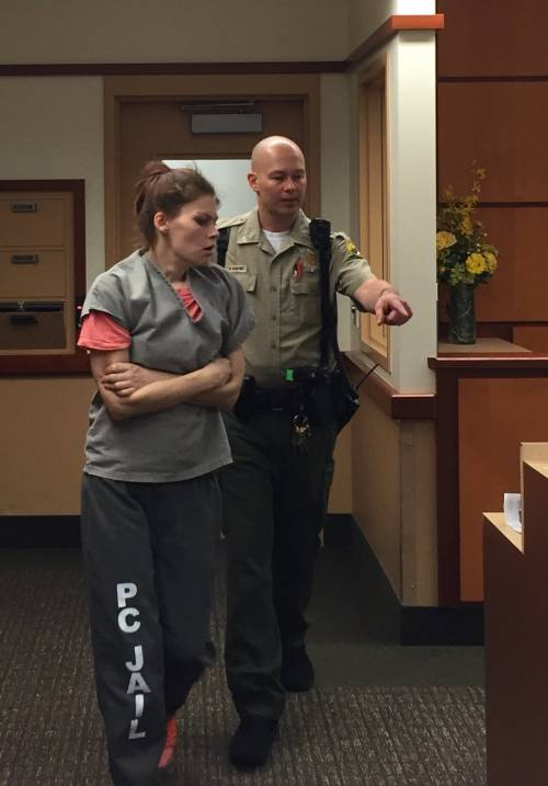 Usa, inietta eroina ai figli per farli dormire: arrestata giovane mamma