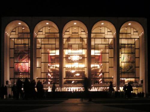 Sparge ceneri a teatro a New York: scatta l'allarme terrorismo