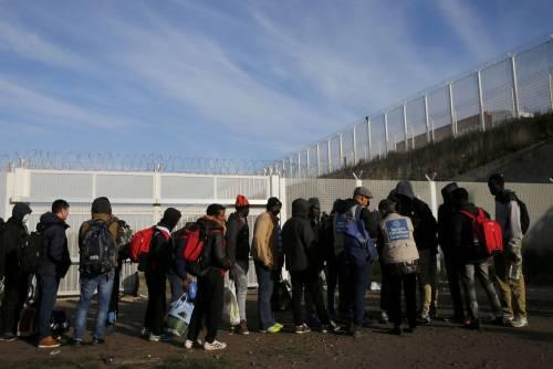 """""""Crepe nell'accordo sui migranti"""". E Vienna manda soldati al confine"""