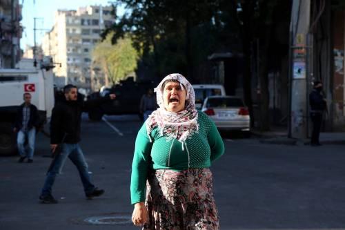 Autobomba contro la polizia a Diyarbakir 6