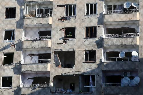 Autobomba contro la polizia a Diyarbakir 4