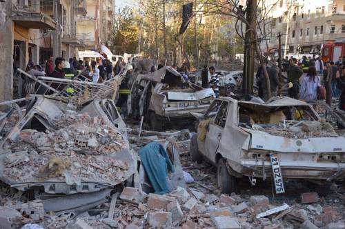 Autobomba contro la polizia a Diyarbakir 7