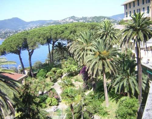 Mare, campi da calcio e wi-fi. Immigrati accolti nel lusso del hotel di Rapallo