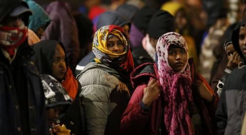 """Migranti, l'idea del ministro dell'Interno tedesco: """"Riportiamoli in Africa"""""""