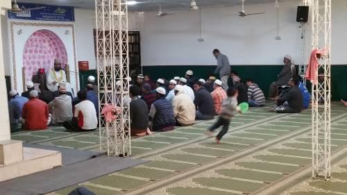 Continua la protesta dei musulmani contro la chiusura delle moschee 4