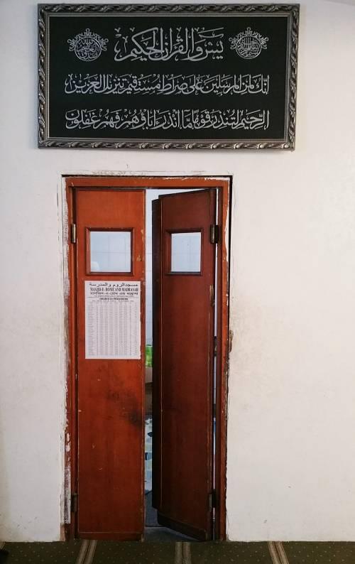 Continua la protesta dei musulmani contro la chiusura delle moschee 5