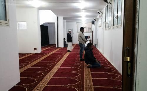 Continua la protesta dei musulmani contro la chiusura delle moschee 8