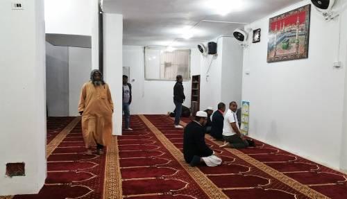Continua la protesta dei musulmani contro la chiusura delle moschee 9