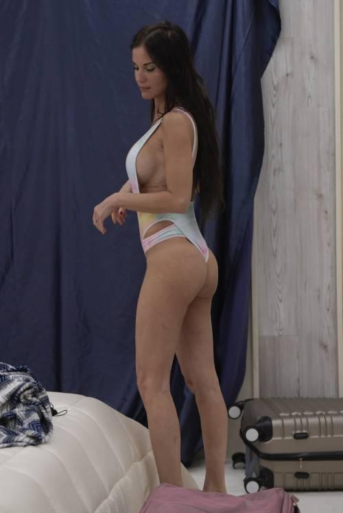 Grande Fratello Vip: nudità, docce e momenti sexy 3