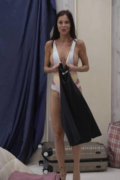 Grande Fratello Vip: nudità, docce e momenti sexy 6
