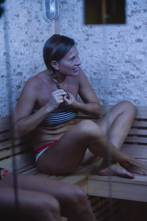 Grande Fratello Vip: nudità, docce e momenti sexy 10