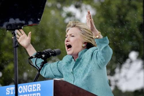Clinton, dal sexgate al mailgate una vita a contrastare scandali