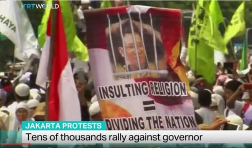 Indonesia, marcia islamica contro il governatore cristiano