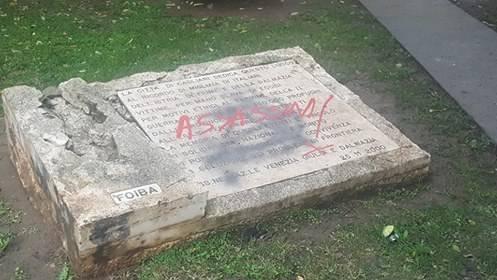 """Nuovo blitz anti-italiano: a Cagliari i martiri delle Foibe sono """"assassini"""""""