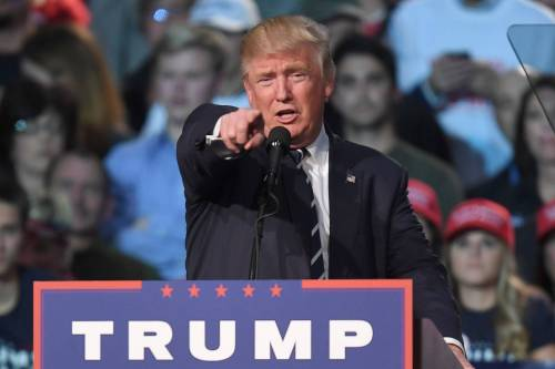 """La profezia di Nostradamus: """"Vincerà Trump, poi sarà la fine"""""""