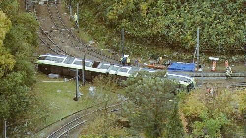Londra, deraglia tram: cinque morti, arrestato l'autista