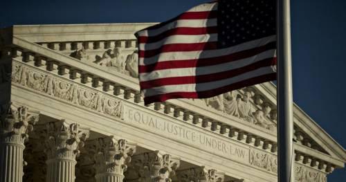 """La prima missione """"di destra"""": blindare la Corte Suprema"""