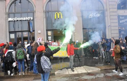 Blitz dei Collettivi da McDonald's contro la scuola-lavoro