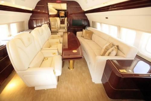 Rubinetti d'oro, maxi schermo e camere da letto: ecco il jet privato di Trump