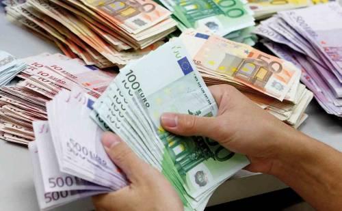 Gli italiani pagano 946 euro di tasse in più rispetto alla media europea