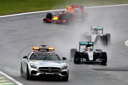 Gp Brasile, sotto la pioggia vince Hamilton davanti a Rosberg