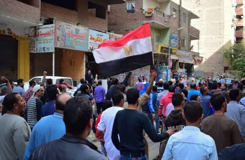 Manifestanti pro-Morsi in corteo a Giza 2