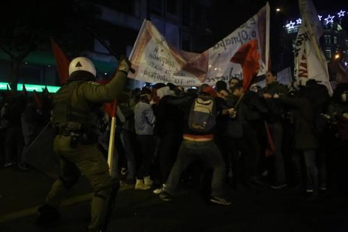 Scontri ad Atene per l'arrivo di Obama in Grecia 7