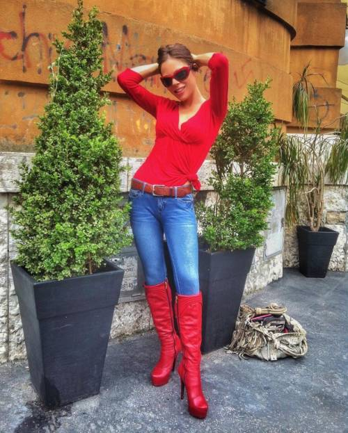 Naike Rivelli, sexy da Instagram agli happening 27