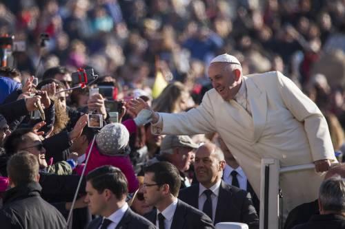 """Papa Francesco: """"Non trattiamo i migranti come dei nemici"""""""