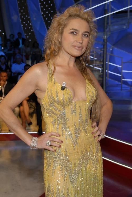 Lory Del Santo, sexy e avventurosa 14