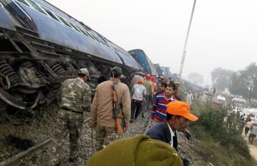 India un treno è deragliato in un grave incidente ferroviario 3