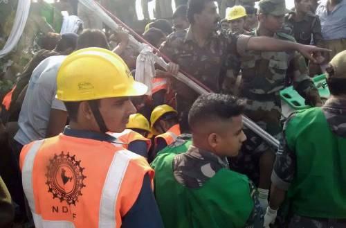 India un treno è deragliato in un grave incidente ferroviario 4
