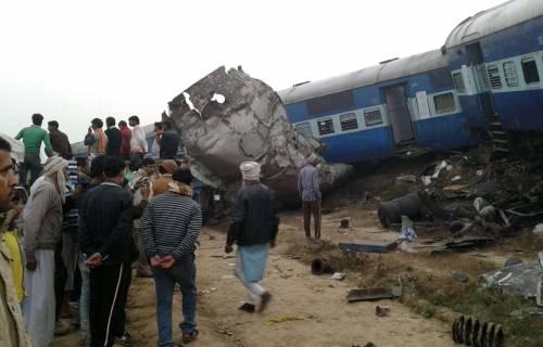 India un treno è deragliato in un grave incidente ferroviario 2