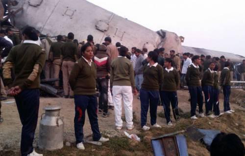 India un treno è deragliato in un grave incidente ferroviario 12
