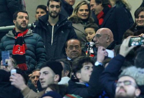 """Milan cinese, rinvio sul closing, Berlusconi: """"Problemi burocratici"""""""