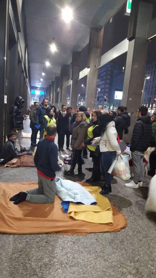 Senza lavoro e speranze gli italiani che dormono vicino ai grand hotel