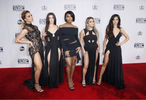 American Music Awards 2016, ecco i lokk stravaganti delle star 3