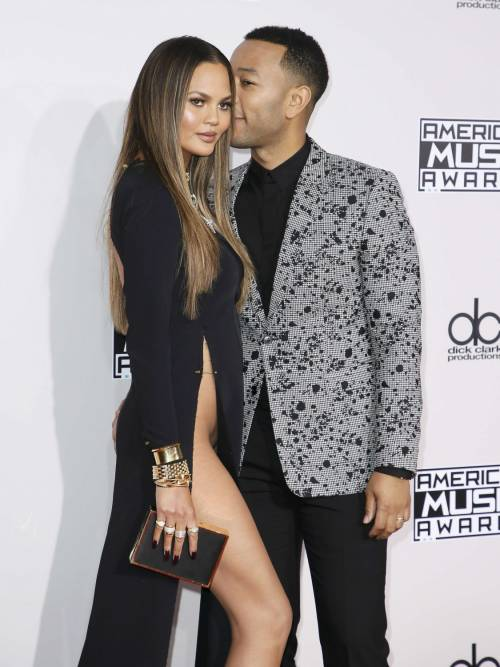 American Music Awards 2016, i look stravaganti sul red carpet