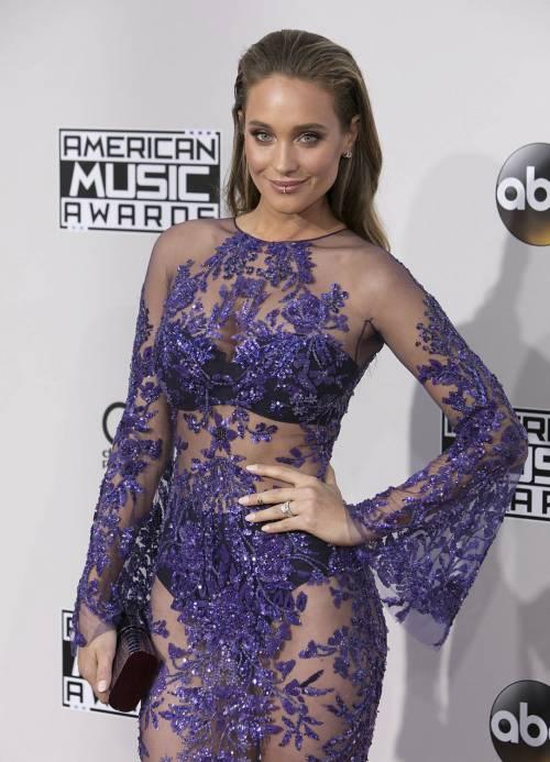 American Music Awards 2016, ecco i lokk stravaganti delle star 13