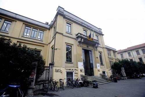 Torino, vendeva merendine in nero: sospeso un 17enne a Torino