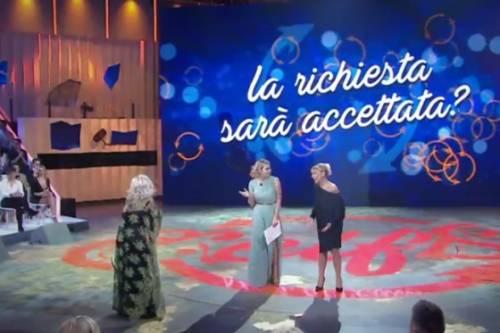 Selfie, scintille in studio tra Tina Cipollari e Katia Ricciarelli