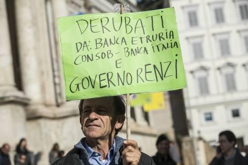 """Salva Banche, risparmiatori in piazza a Roma: """"Renzi, vogliamo indietro i nostri soldi"""""""