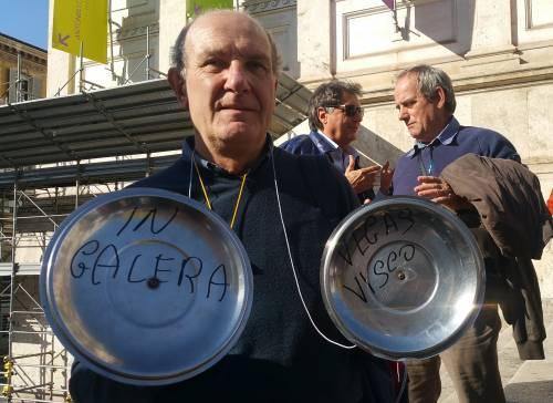 """Salva Banche, risparmiatori in piazza: """"Renzi, vogliamo indietro i nostri soldi"""" 7"""