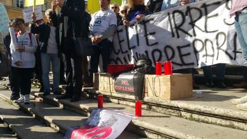 """Salva Banche, risparmiatori in piazza: """"Renzi, vogliamo indietro i nostri soldi"""" 10"""