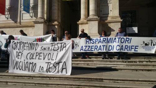 """Salva Banche, risparmiatori in piazza: """"Renzi, vogliamo indietro i nostri soldi"""" 15"""
